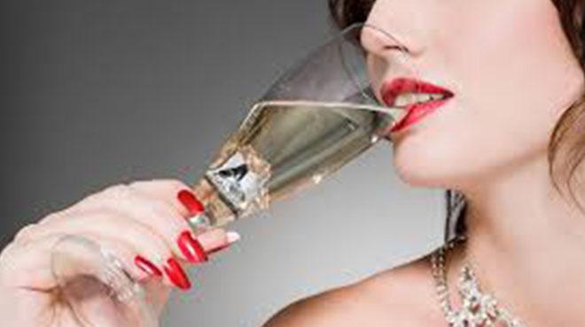 女人与酒-一般的女人不喝酒喝酒的女人不一般酒与女人也有关联