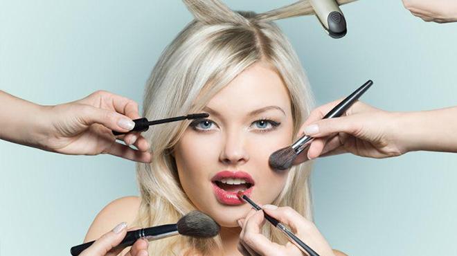 经常化妆的女人老得快-每天化妆不会导致老得快而劣质化妆品导致皮肤差
