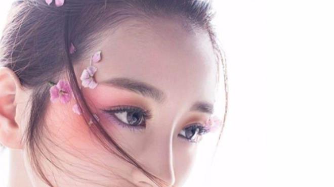 桃花眼妆-堪称倾国倾城的古典桃花妆画出一个粉嫩迷人的眼妆