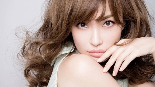 平子理沙-有着日本女生最憧憬的40岁名模称号完全看不出岁月痕迹