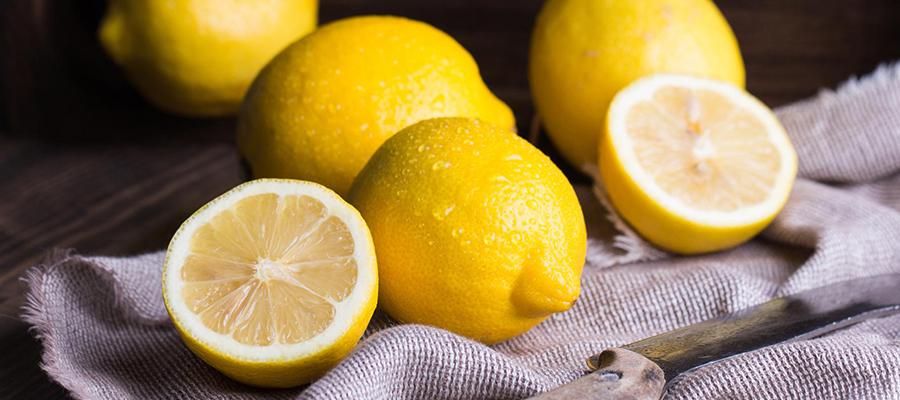 使用柠檬汁进行指甲和手部护理