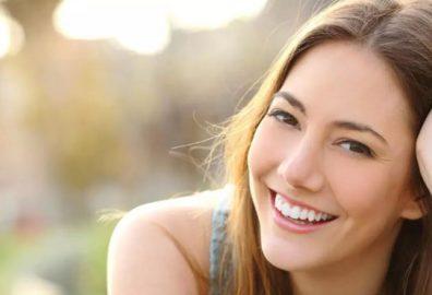 如何修复受损秀发-使用护发产品及改变生活习惯来修复受损秀发