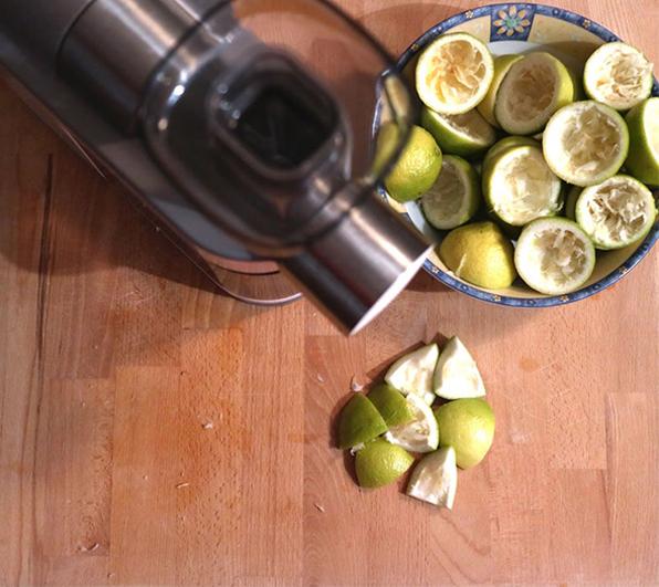 榨汁前准备果皮